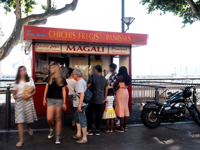 Baraque de panisses et chichis fregis Chez Magali dans le quartier de l'Estaque à Marseille