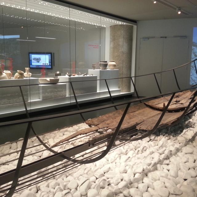 Ancienne embarcation exposée au musée d'histoire de marseille
