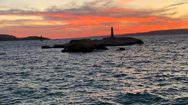 Ciel rose et coucher de soleil vue depuis l'anse de Malmousque