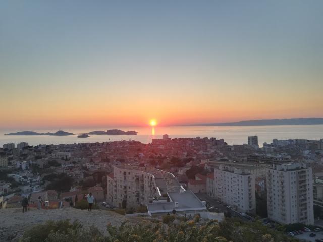 Coucher de soleil vu depuis Notre-Dame de la Garde à Marseille