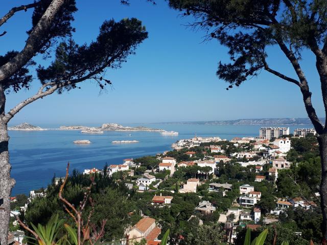 baie de Marseille et îles du Frioul depuis les collines du Roucas Blanc