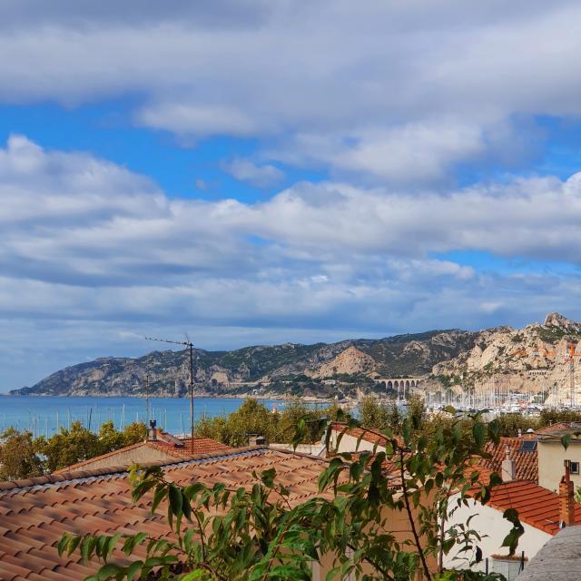 village de l'Estaque vue sur les toits et sur la rade