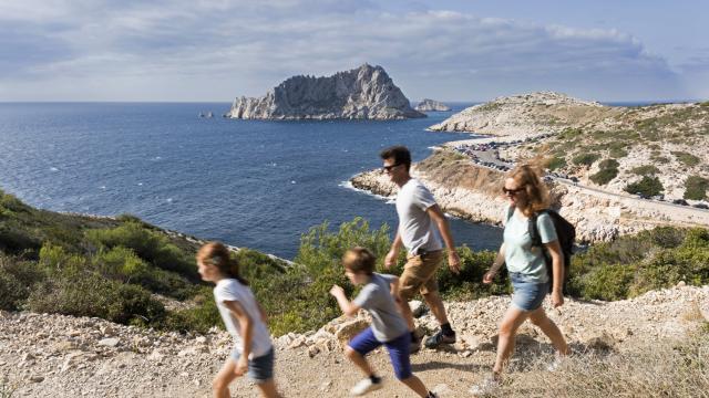 famille dans les calanques de Marseille