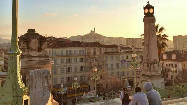 vue depuis les escaliers de la gare Saint-Charles à Marseille