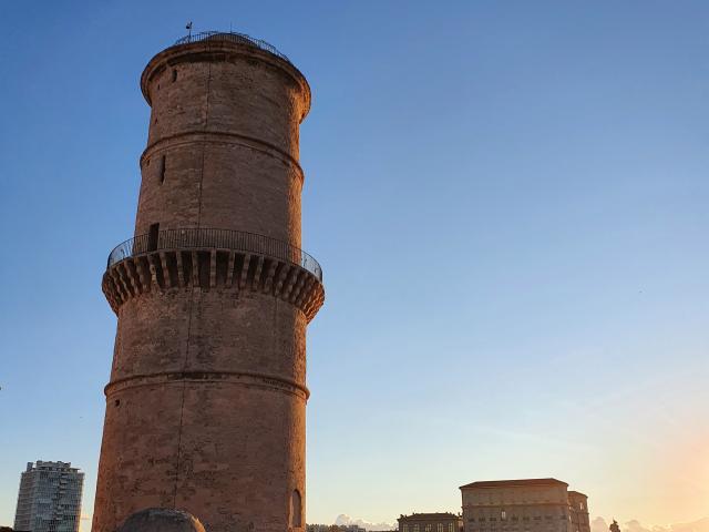 Fort saint jean, tour du Fanal à Marseille au coucher du soleil