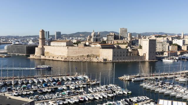 Vue sur le fort saint jean et le vieux port