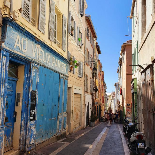 ruelle dans le quartier du panier à Marseille
