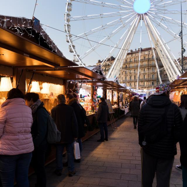 Marché de Noël sur le Vieux-Port à Marseille