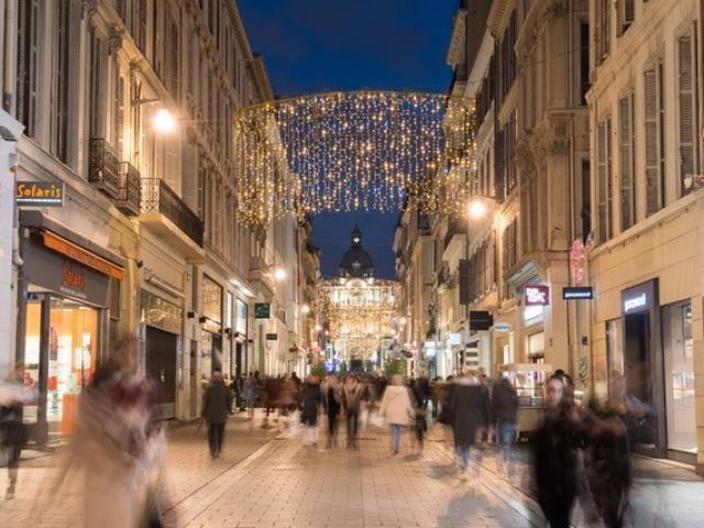 Rue Saint-Ferreol Marseille pendant les fêtes de Noël