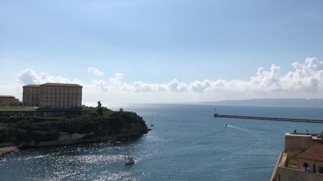Le Palais du Pharo à Marseille vu depuis le Fort St Jean