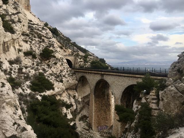 Viaduc avec chemin de fer