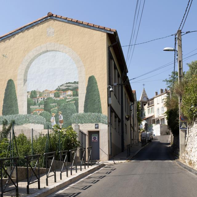 Fresque de Pagnol dans le village de la treille