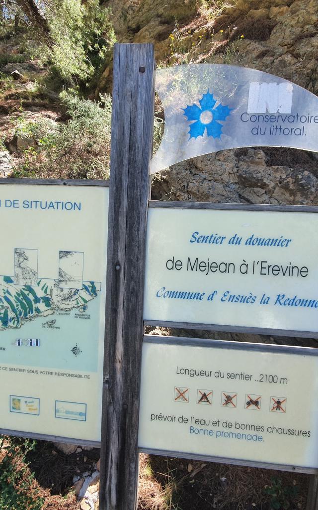 Panneau d'affichage randonnée sur le sentier du douanier