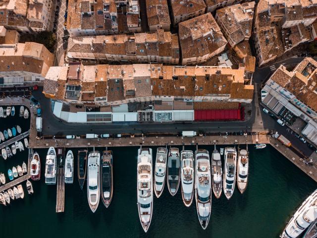 Bateaux dans le port de saint-tropez
