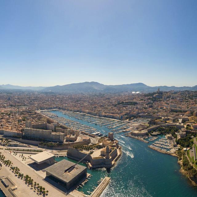Vue aérienne sur le Vieux-Port