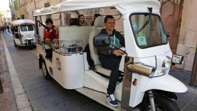 Tuktuk dans le quartier du Panier