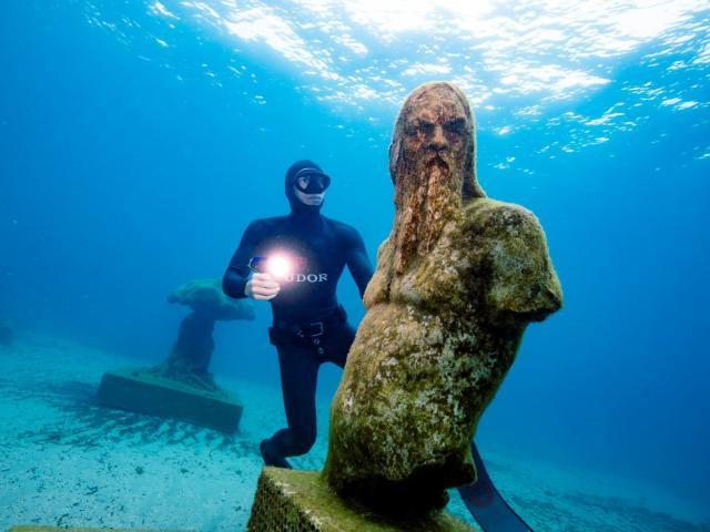 Musée subaquatique de Marseille, sculpture Poseidon et Morgan Bourc'his