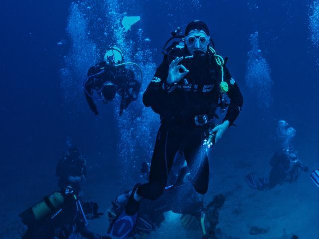 Plongeurs dans les calanques