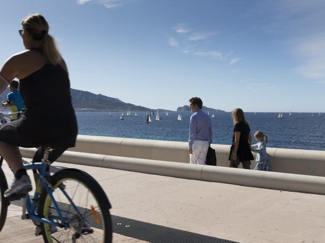 Balade en vélo sur la corniche Kennedy