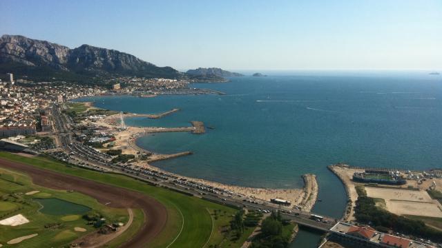 vue aérienne sur la plage De l'huveaune et sur l'escale borely