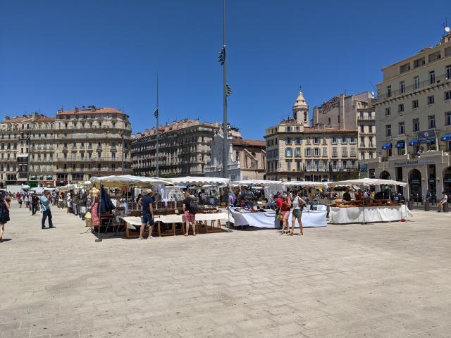Marché d'artisans au Vieux Port