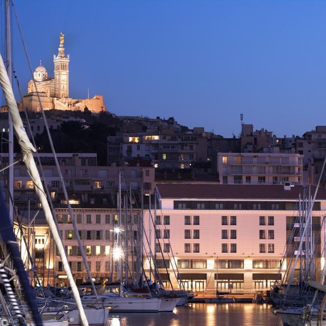 Vieux Port Et Notre Dame de la Garde