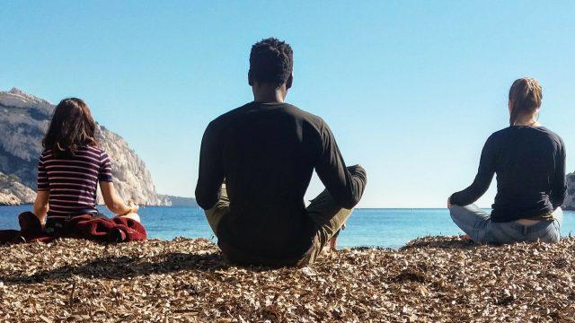 yoga dans les Calanques de Marseille